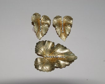 White Rhinestone and Gold Tone Brooch and Earring Set - Leaf