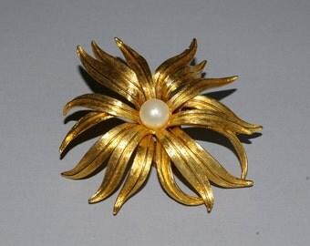 Judy Lee Flower Pearl Brooch