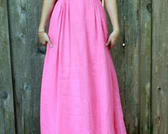 Vintage 1970s size 6  floor length dress