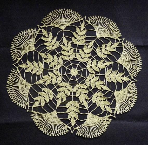 """16"""" Green Leaf Crochet Centerpiece"""