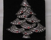 Christmas Tree Brooch /Pendant by AVON