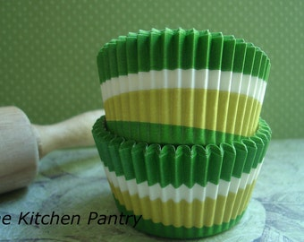 Cupcake Liners  Green swirl Baking Cups Standard  Cupcake liners (100 )
