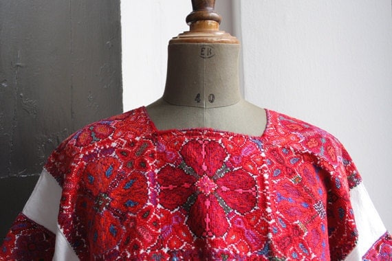 FRIDA. Mexican embroidered blouse. Floral embroidery