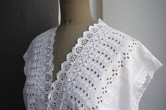 Antique cotton top. White eyelet cotton. Italian Vintage.