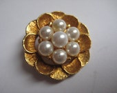 Pretty Pearl Gold Flower Vintage Brooch