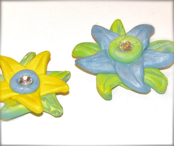 Flower Pendant in Blue Green Yellow