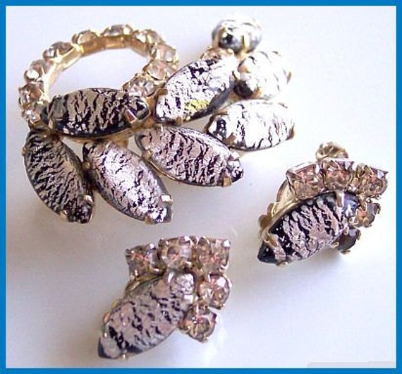 Vintage Brooch & Earring Demi Set Black White Givre Rhinestones Silver Metal Designer Set VG