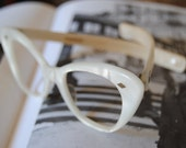 """FREE SHIPPING WORLDWIDE These Days-%Vintage 50"""" Sunglasses or View """"Pearly Cat Eyes"""""""