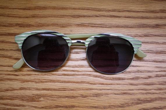 SALE - Vintage 1950s Style Green Sunglasses Cat Eye Wayfarer