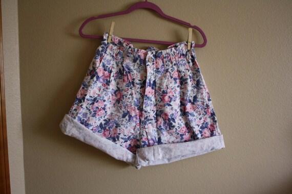 Vintage 1990s Floral Elastic High Waist Paperbag Cuff Shorts Sz. M/L
