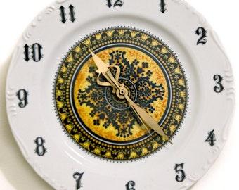 Black and White Ceramic Clock