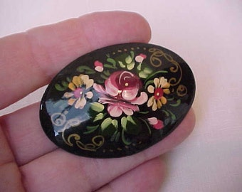 Lovely Vintage Hand Painted Wooden Russian Folk Art Brooch