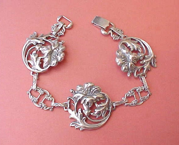 Beautiful Vintage Sterling Silver Bracelet with Lily Designed Links
