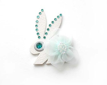 BUNNY NOEL BROOCH in white with turquoise flower