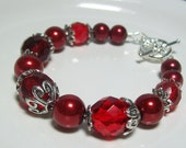 Red Bracelet. Pearls and Czech Faceted Glass.