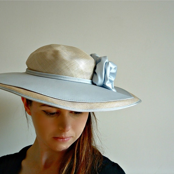 vintage straw hat 1970s 1980s blue and pale straw races