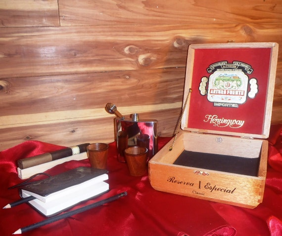 Hemingway Gift Box - Everything needed for inspiration, Writing / Drinking / Cigar