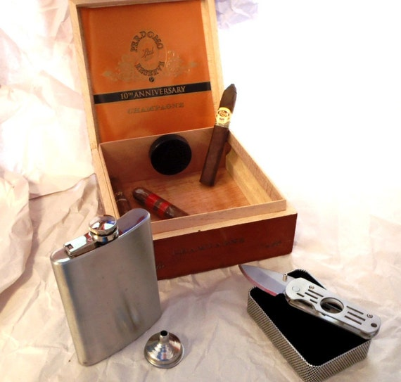 Humidor, Flask & Cigar Knife Cigar Box Gift Set - Groomsman / Wedding Best Man Gift