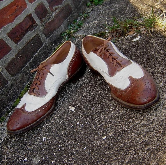 circa 1930 mens two-tone wingtip shoes size 14