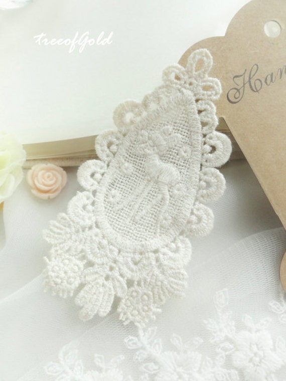 Lace Appliques, Ivory Lace Appliques Embellishment Deer Reindeer Lace, Jewelry and Craft Making, 2 pcs of 90mm x 50mm (ANG1002)