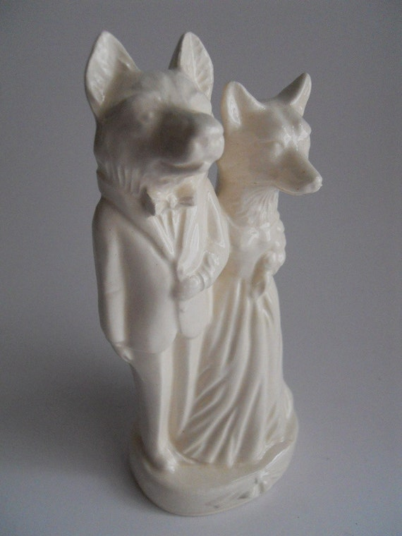 Cake topper with wolf and fox