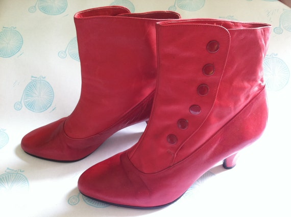 Vintage Shoes - Snappy Red Gabor Booties - size 6 (US)