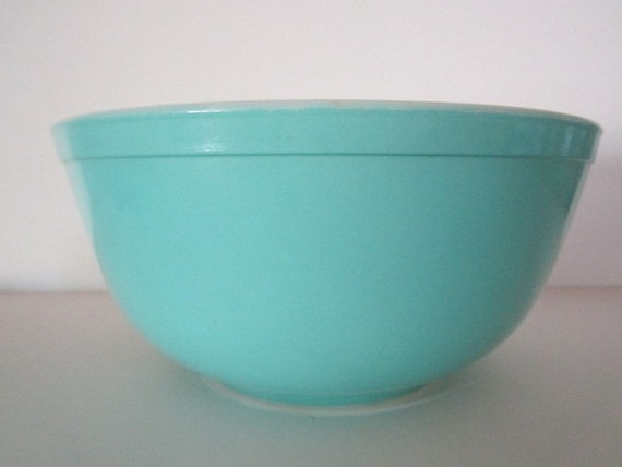 Vintage Pyrex  Kitchen 2 1/2 Quart Mixing Bowl  Turquoise Excellent Country French Modern
