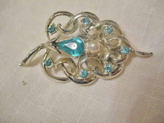 Vintage Retro Brooch Leaf With Blue Stones and Faux Pearl