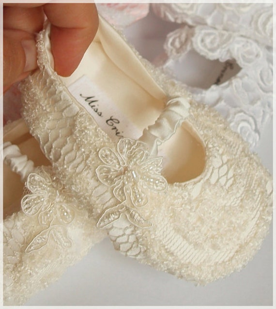 Made to order Shoes for your Baby Girl   ivory satin  and embroidery   Baptism