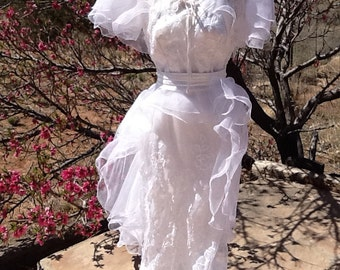 VINTAGE WEDDING DRESS w/ Gorgeous Tulip Edging & Matching Cape
