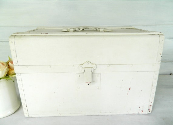 Vintage Trunk White Box Leather Handle