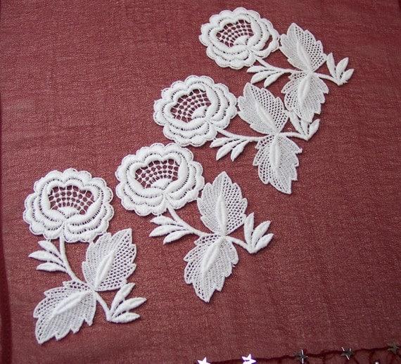 4 White Flower Appliques, Destash