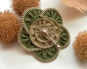 zipper brooch, green and brown  flower,  Zipper Pin. 2.8 in/ 7 cm,eco friendly, recycled jewelry