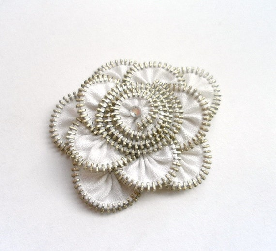 White Floral Brooch / Zipper Pin - Approx 3.4 in/ 8,5 cm - eco friendly, recycled jewelry