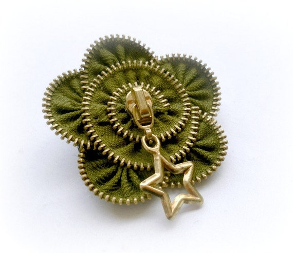 vintage brooch -zipper pin. approx 2,6 in/ 6,5 cm - green -eco friendly, recycled jewelry