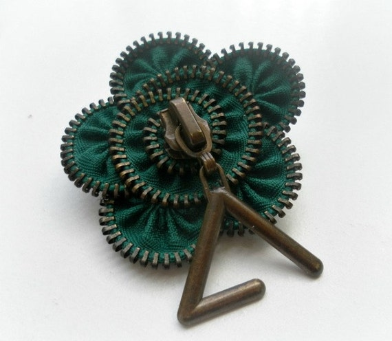 Brooch pin, Unique gift for her vintage flower brooch , zipper pin, green, ykk zipper , eco friendly, recycled jewelry, flower brooch