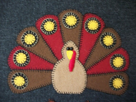 Thanksgiving Turkey mat wall hanging with oak leaves and acorns