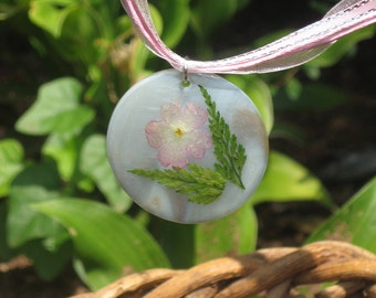Flower on shell pendant necklace