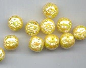 12 rare vintage Austrian lucite 12.3 mm beads -- rich golden yellow with an aurora borealis flash