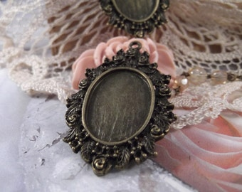 Antique Bronze - Rose Pendant Frame --- 2 pieces --- CHM - 031