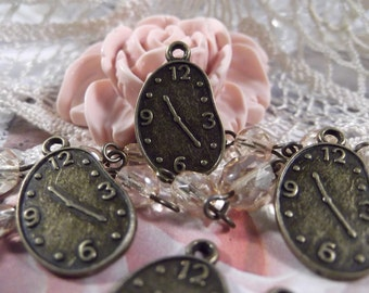 Antique Bronze - Clock Charm --- 5 Pieces --- CHM - 039