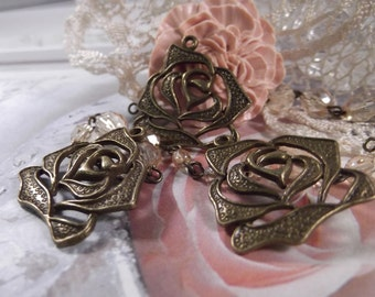 Antique Bronze - Dazzling Flower Pendant --- 3 Pieces --- CHM - 051