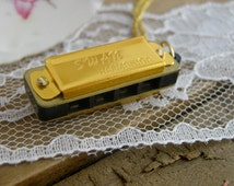 1 - Harmonica Necklace, GOLD, Really PLAYS, Silver Chain, Small Mouth Organ Pendant Necklace (AY047)