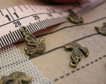 1 Dove Bird Charms Antique Bronze Lovebirds Charm Dove Vintage Style Pendant Charm Jewelry Supplies A029