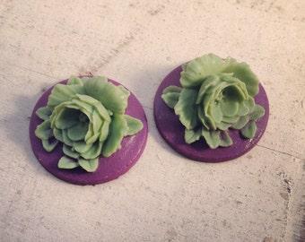 4  Pcs Unique Vintage Style flowers Green Flower on Purple Base Cameo Cabochons Violet F039