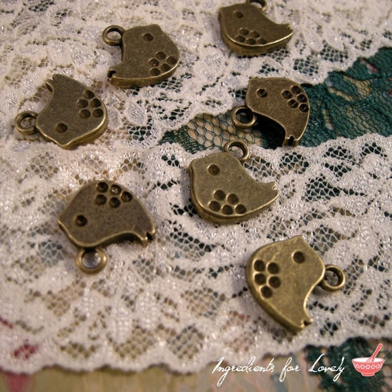 8 - Bird Charms, Antique Bronze, Small Polka Dot Bird, Vintage Jewelry Supplies (BB143)