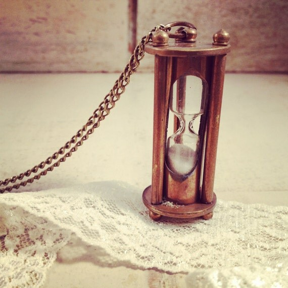1 pc Vintage Style Sand Timer Hour Glass hourglass Pendant Charm Necklace Nautical Antique BRONZE  Sandtimer Chain INCLUDED (BA065)