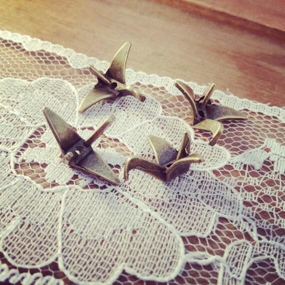 Paper Crane Charms, Antique Bronze, Origami Bird, Vintage Jewelry Supplies. (BB104)