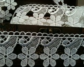 "2 Yards, 1.6"" Wide Flower Venice Lace Trim in White"