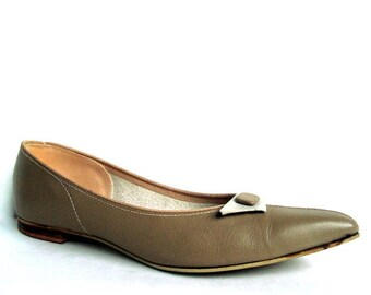 Vintage 50s Taupe Leather Pointy Toe Flats 6.5